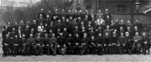 Cours de Microbie 1906 - 1907 (in the middle are Drs E. Roux E. Metchnikoff)